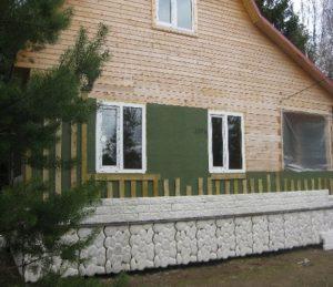 kamennyj-fasad-dlja-derevjannogo-doma-3