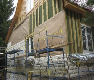 kamennyj-fasad-dlja-derevjannogo-doma-5