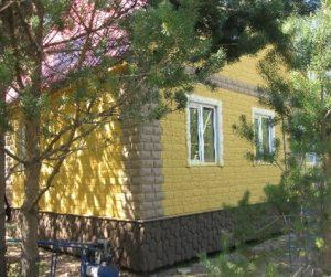 kamennyj-fasad-dlja-derevjannogo-doma-7
